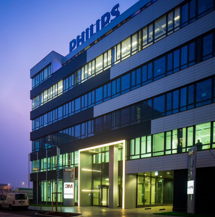 Philips Lighting GmbH Röntgenstraße 22
